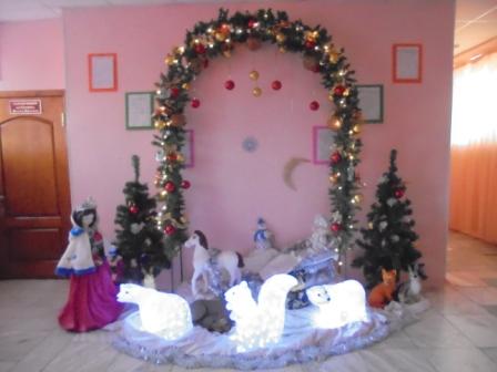 6 новогоднее оформление фойе  детского сада