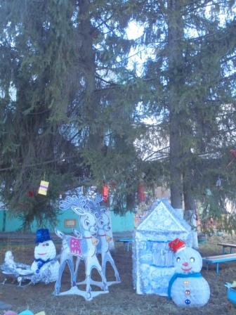 8  новогоднее оформление сосен  В гости к Дедушке Морозу на оленях